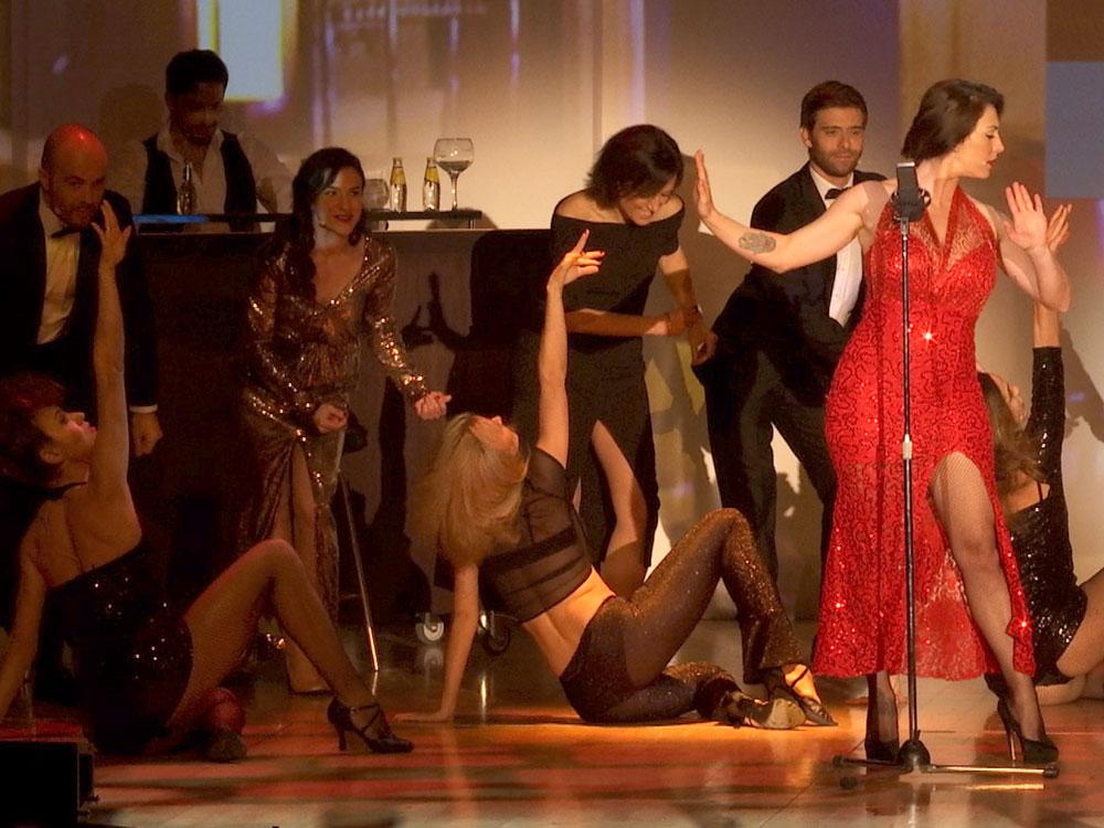 Espectáculo y música en vivo en la convención Schweppes