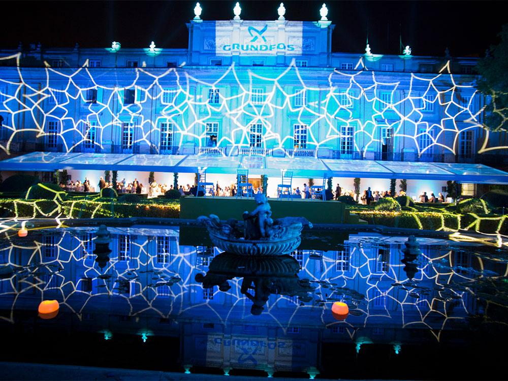 Nos convertimos en la primera agencia de eventos que organiza una cena de gala en los jardines del Palacio de Liria